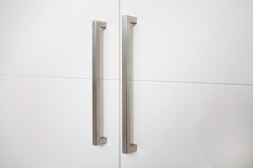 Tirador para armario abatible puertas jemofer - Sistemas de puertas correderas para armarios ...