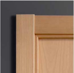 encaja a la perfeccin con puertas lacadas blancas y puertas en madera en lneas rectas